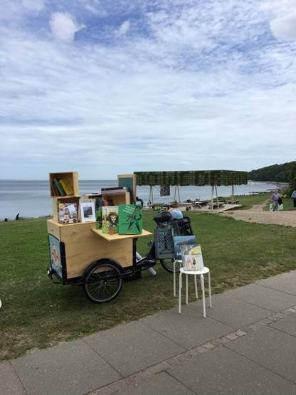 Mobilbibliotek ved stranden Amladcykler